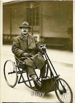 Dispositif de conduite pour handicapés Photo originale G. DEVRED (Agce ROL)