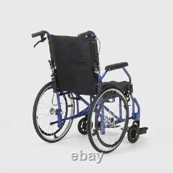 Fauteuil roulant pliant en tissu orthopédique avec freins handicapés et personne