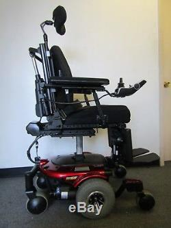 Quantum 610 Chaise Roulante, puissance Inclinaison Jambes et Lift. (Permobil)